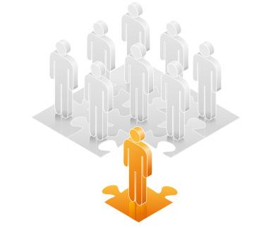 Die abstrakte Grafik zum Thema Loyalitäten steigern aus orangefarbenen und grauen Tönen zeigt stilisierte Figuren auf einem Puzzlespiel, wobei die eine Figur symbolhaft nicht zur Gruppe gehört.